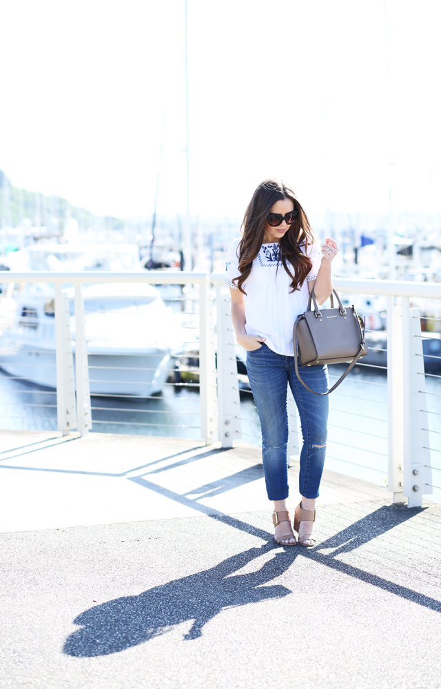 blue and white peasant top and skinny jeans