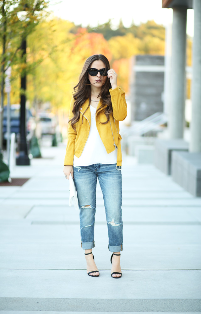 mustard-jacket-ripped-jeans