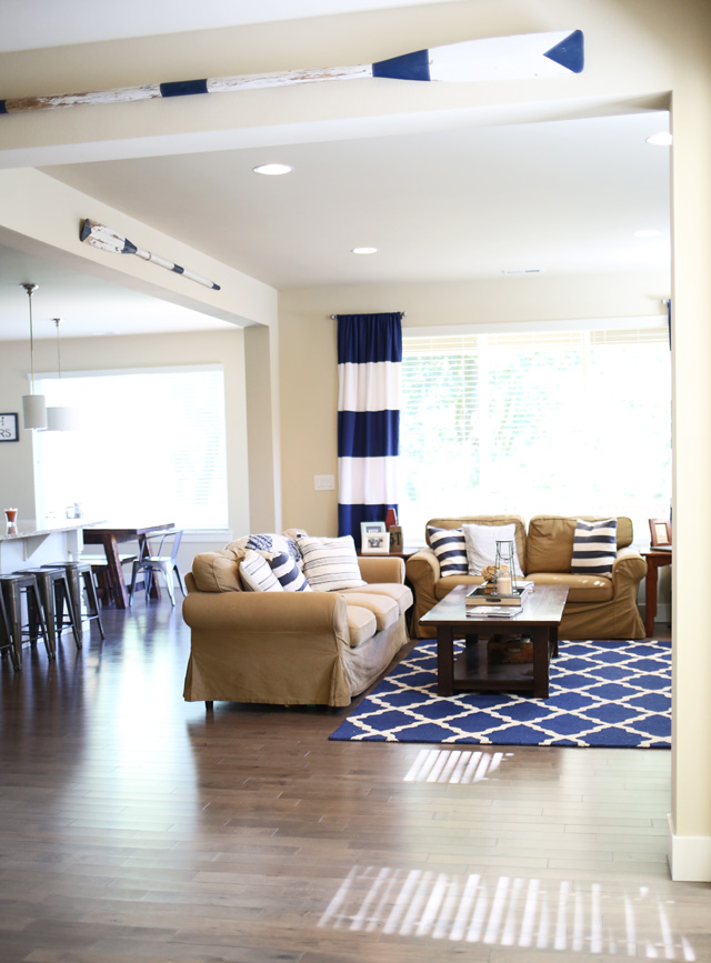 nautical-living-room-navy-and-white