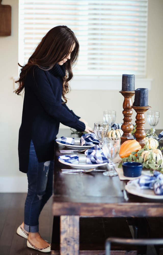 Farmhouse inspired thanksgiving table corilynn bloglovin for Outfit ideas for dinner party