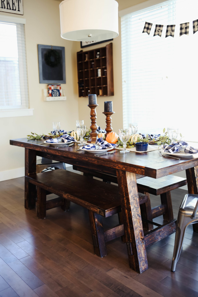 thanksgiving-table-9895