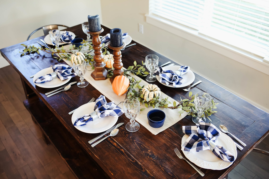 thanksgiving-table-9906