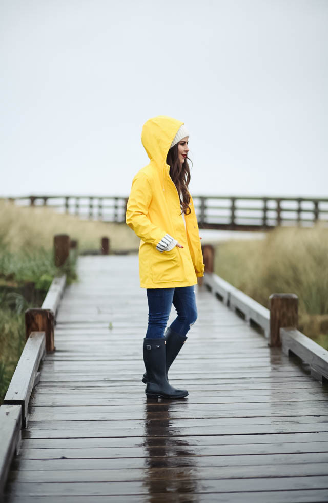 yellow-rain-coat-jeans-and-navy-hunter-wellies-8