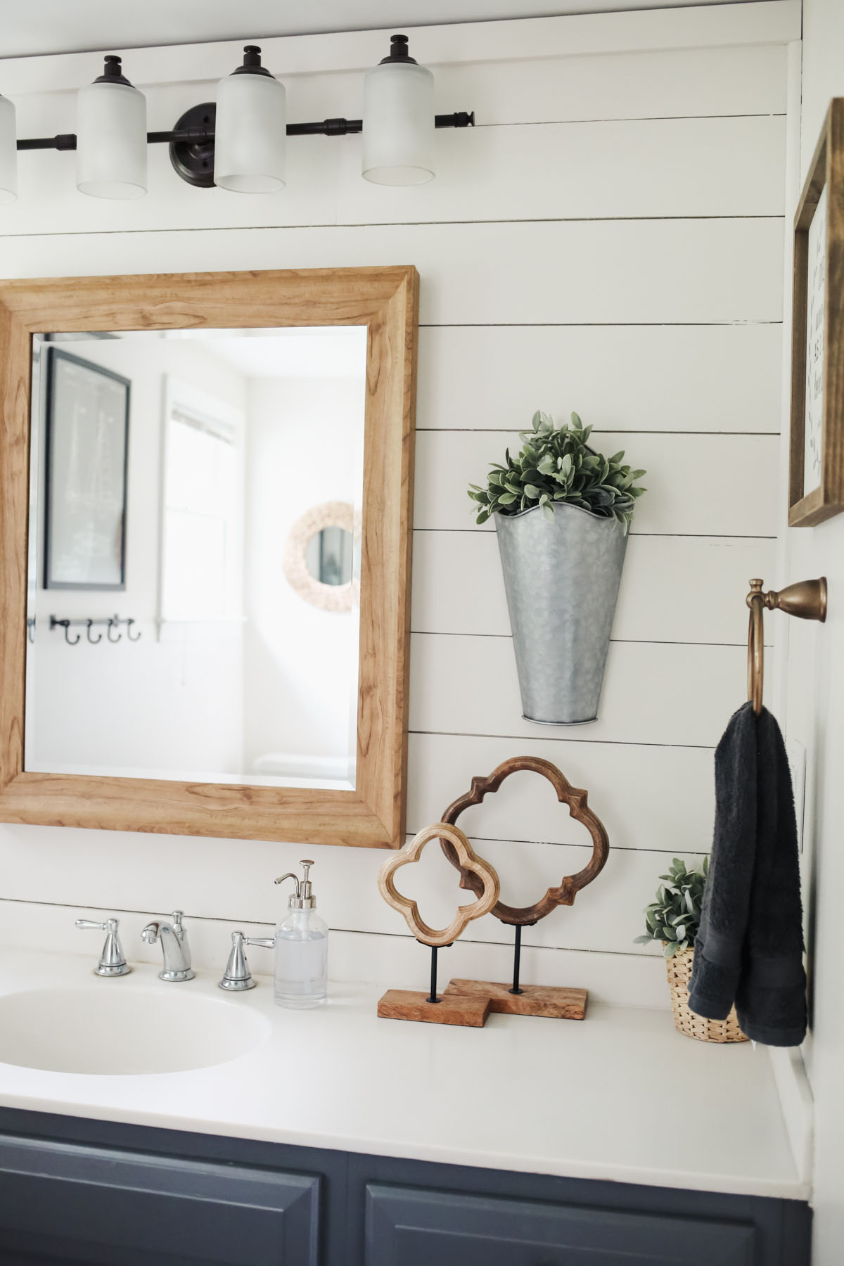 Exceptionnel Farmhouse Bathroom Update 7