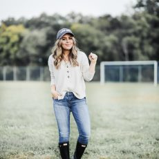 133796161d2 ... Fall Outfit Ideas for Soccer Moms with American Eagle Outfitters.